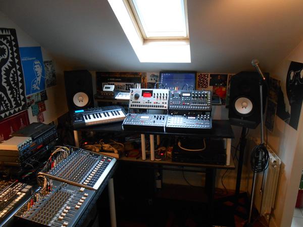 http://dronezic.free.fr/pics/studiozic.jpg